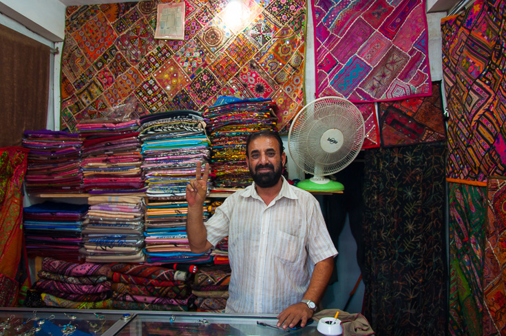 Obchod s pašmínami - Unawatuna, Srí Lanka