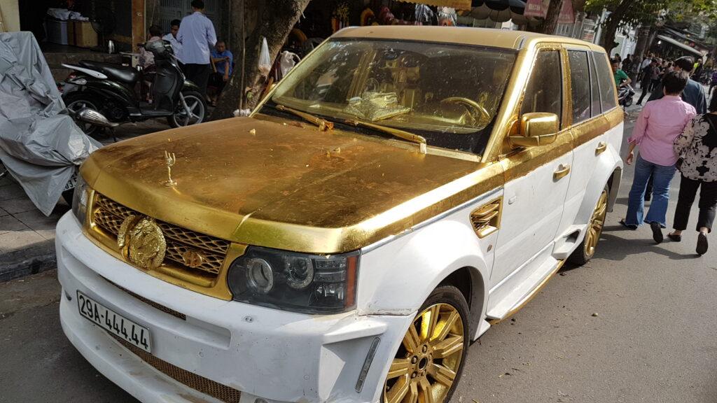 Pozlacené auto - když sníte hodně čokoládových penízků a nevíte co s obaly