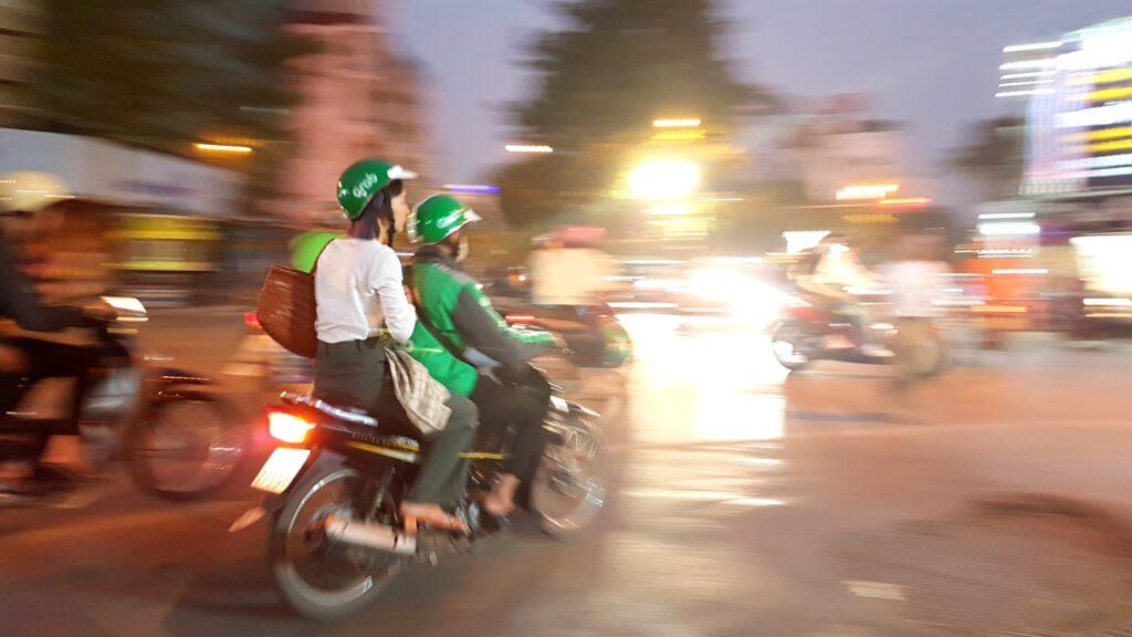Doprava v Hanoji hlavně na skůtru