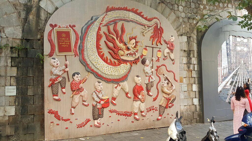 Ulice Phung Hung s malbami na zdech